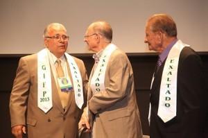 Luis Villarejos (al centro)