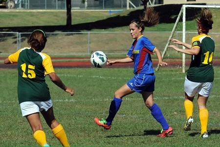 Carol Santiago con las Gryphons de la Caribbean University (FOTO: Liga Atlética Interuniversitaria)