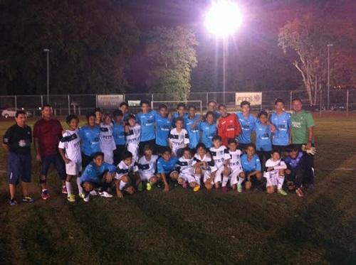 New Horizons (azules) y los Conquistadores de Guaynabo (blancos)