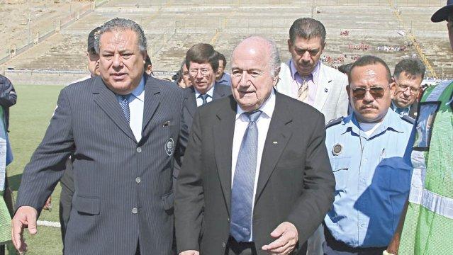 Julio Rocha y Sepp Blatter. Foto: El Nuevo Diario