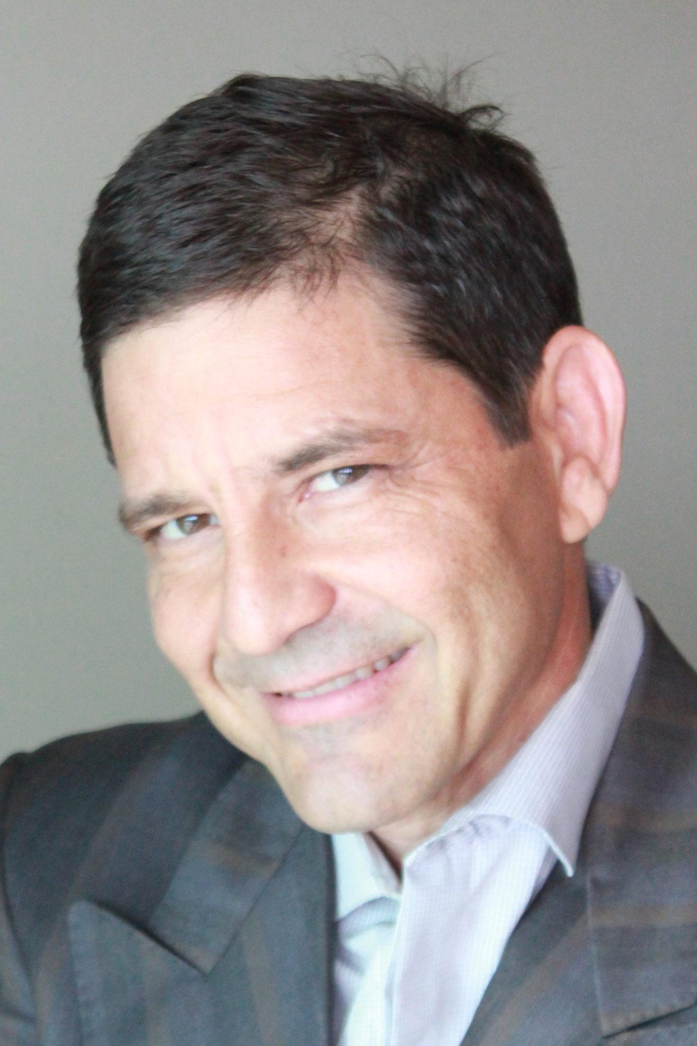Periodista internacional, Keyvan Antonio Heydari se crió en Puerto Rico, y reside en Miami. Ha trabajado para varios reconocidos medios deportivos: The New York Times, NPR, L'Equipe, FIFA Futbol Mundial, ESPN, Telemundo, Univision y otros. En Brasil cubrió su octavo Mundial y asistió a su partido mundialista número 100. Desde la distancia, mantiene un ojo en el futbol boricua.