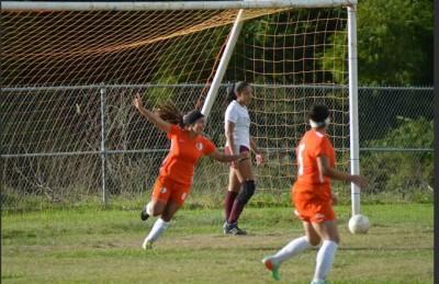 Cruz celebrando un gol en partido ante la UMET. FACEBOOK