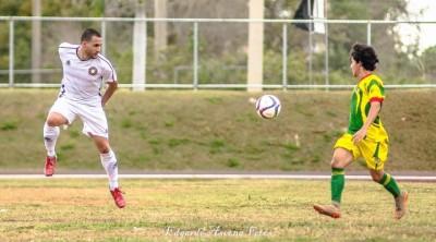 Acción durante partido entre Isabela FC y el Ballista Luquillo CF. Por Edgardo Ascena Fetes