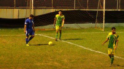Accón durante el partido entre Quintana e Isabela FC. por Edwin R. Jusino