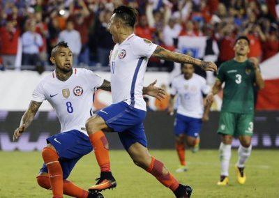 Celebran gol de Chile ante Panamá. por oregonlive.com