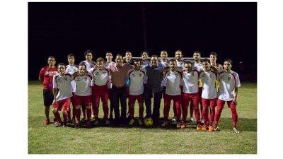 Caguas Sporting FC con el alcalde William Miranda Torres, en el partido de inauguración del Torneo Apertura. Suministrada