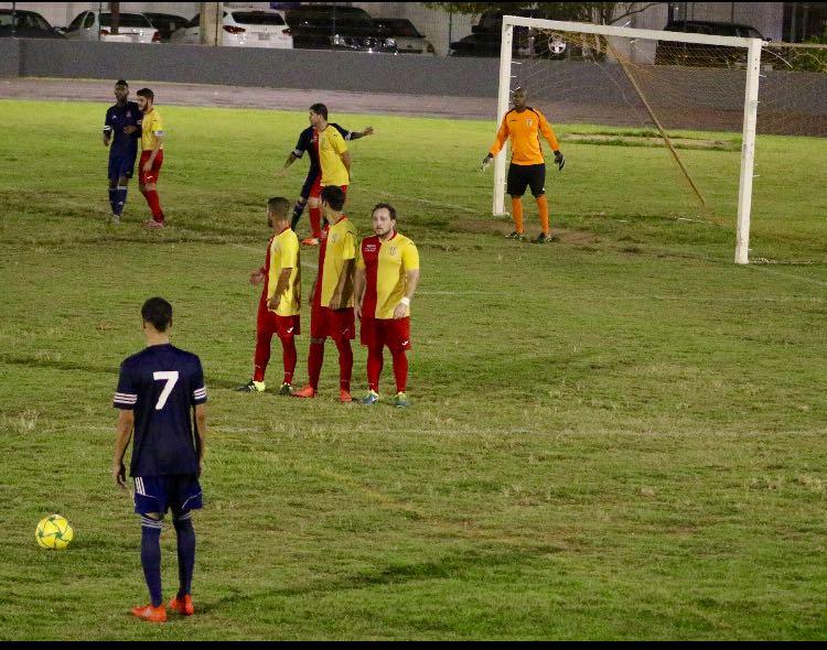 Acción durante el partido entre Barbosa y Caguas Sporting. Por Saul Rivera