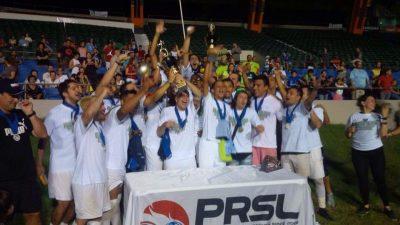 Metropolitan FA celebrando su campeonato de la PRSL 2016 en el Juan Ramón Loubriel. Suminsitrada