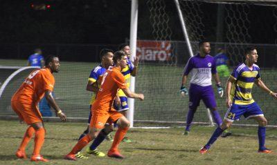 Acciÿn durante el partido entre el Puerto Rico FC y el LEal Arecibo. Por Marietere Torres.