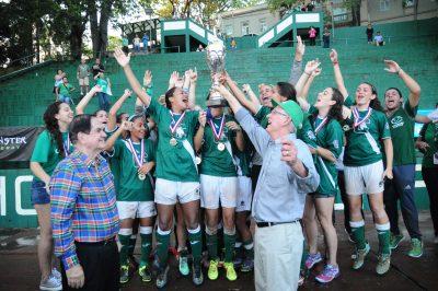 Las Juanas del Colegio se proclaman por primera vez en la historia campeonas en el fútbol femenino 2016. Suministrada LAI