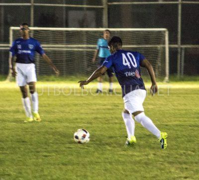 Lucas Medina, medio campista del Metropolitan Football Academy, en acción en partido inaugural de la Copa de la Excelencia III. Por Saul Rivera