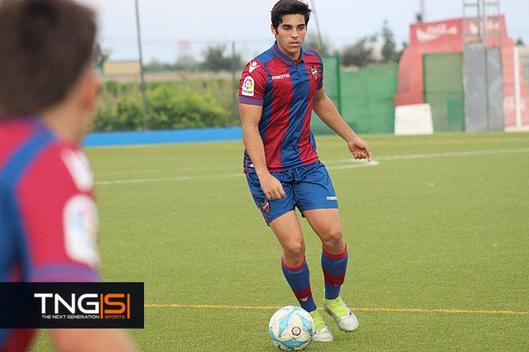 El puertoriqueño Nico demuestra que el fútbol profesional y la universidad son compatibles