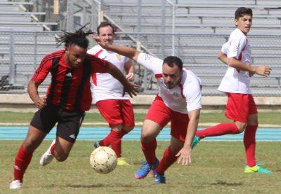 Eloy Matos (izq) fue el goleador del partido ante Caguas Sporting, y repitió la docis ante Fajardo. Suministrada.