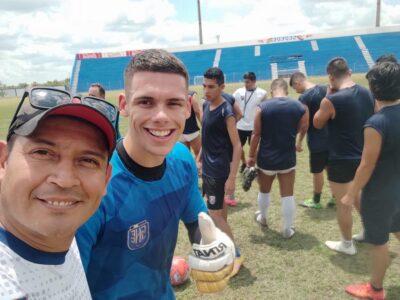 El portero de la Selección Nacional, Ángel G. Molinari Soto, jugó para el Satélite Norte FC en la Copa Simón Bolívar de Bolivia.