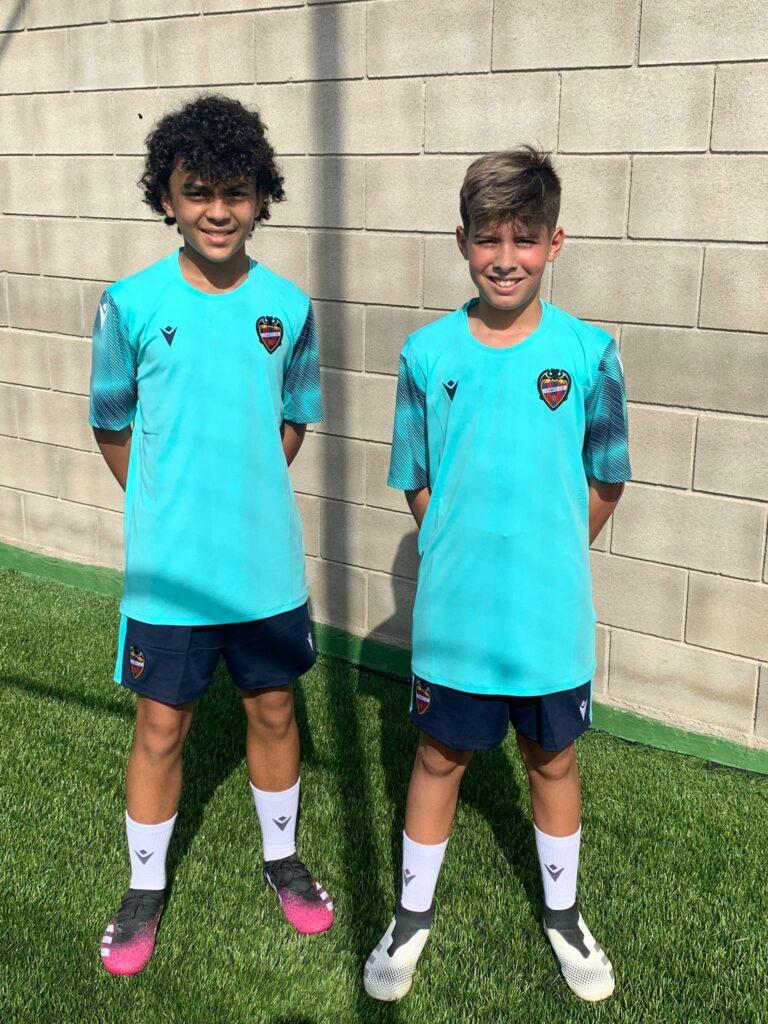 Dos juveniles de pasantía veraniega con el Levante UD